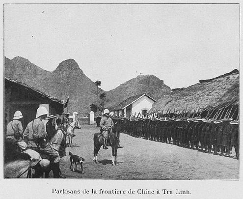 Hình 5: Thân binh vùng biên giới Trung Hoa tại đồn Trà Lĩnh