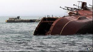 Tầu chiến Nga tự chìm để ngăn tầu Ukraine