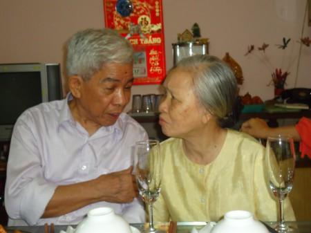 Nhà văn Bùi Ngọc Tấn và vợ