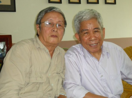 Tác giả Phạm Đình Trọng (bên trái) và nhà văn Bùi Ngọc Tấn