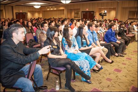 Hình (KQN Images): Gần 300 cựu sinh viên và sinh viên Việt Nam tham dự Hội Nghị Thăng Tiến III.