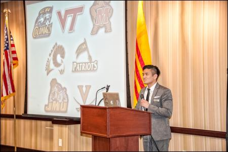 Hình (KQN Images): Chủ Tịch MAUVSA Tuấn Dương thuyết trình tại Hội Nghị Thăng Tiến III tại Front Royal, Virginia, 24-26 tháng 1, 2014.