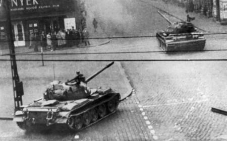 Xe tăng Liên Xô trên đường phố Budapest 1956