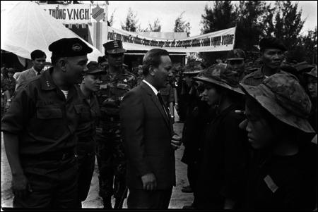 Tổng Thống Nguyễn Văn Thiệu kinh lý