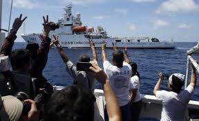 Tàu chở thực phẩm của Philippine vượt qua tàu Trung Quốc