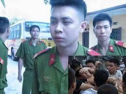 Công an tên Tùng là người bị nhận dạng trong bức ảnh đàn áp biểu tình