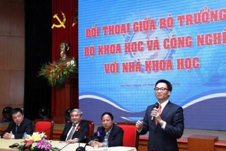 Phó Thủ tướng Vũ Đức Đam đang trả lời nhà khoa học trẻ Viêt Nam vê giàn khoan HD - 981