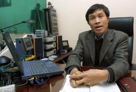 Nguyễn Hữu Vinh (Anhbasam) - khác với cây bút JB Nguyễn Hữu Vinh
