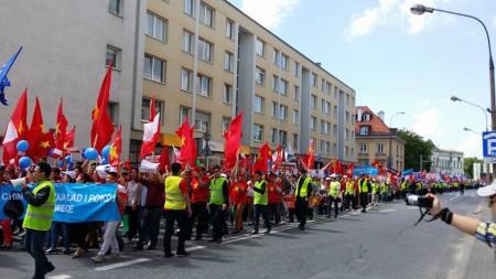 Đoàn biểu tình đông 3-4 ngàn người diễu hành. Ảnh ThuongLe