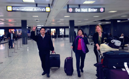 Vợ chồng Cù Huy Hà Vũ tới Mỹ (Ảnh RFA)