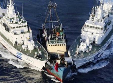 Hai tầu Trung Quốc đâm rách tàu Việt Nam trên biển Đông chiều 7/5/2014