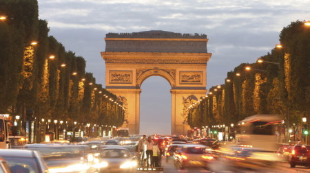Đại lộ Champs-Elysée . Ảnh mang tính minh họa