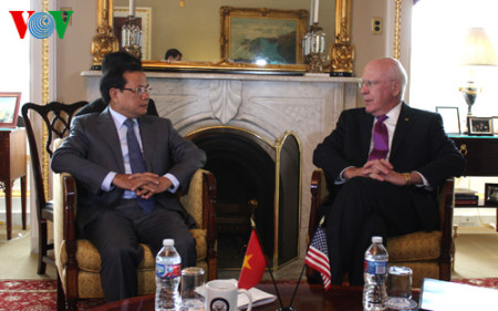Ông Phạm Quang Nghị và nghị sĩ Patrick Leahy