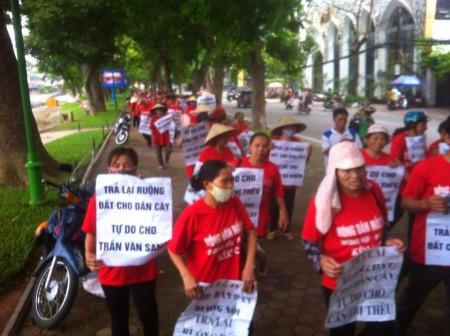 Dương Nội biểu tình giữ đất