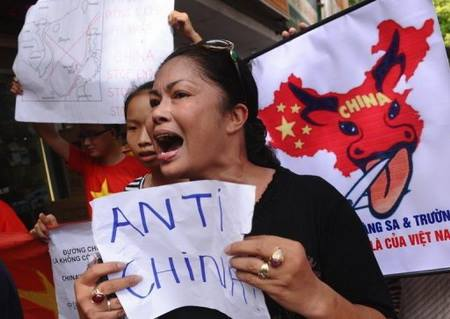 Bùi Hằng luôn đi đầu trong các cuộc biểu tình chống TQ.