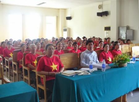 Phạm Lê Vương Các đồng hành với tiểu thương Long Khánh – Đồng Nai đối thoại với chính quyền, đòi quyền lợi về đất đai.
