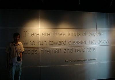 Nhà báo là một trong ba loại người chạy đến nơi xảy ra tai họa chứ không chạy đi. Ảnh và chú thích: TDBC.