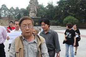 Nhà văn Phạm Đình Trọng trong 1 lần biểu tình chống TQ. Ảnh blog Huỳnh Ngọc Chênh