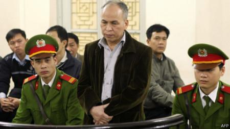 Ông Đào trong phiên sơ thẩm 3/2014. Ảnh AFP