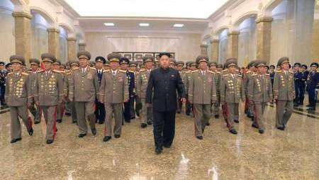 Lãnh đạo Triều Tiên Kim Jong Un viếng lăng Kim Nhật Thành ngày 27/07/2014. Ảnh Reuters
