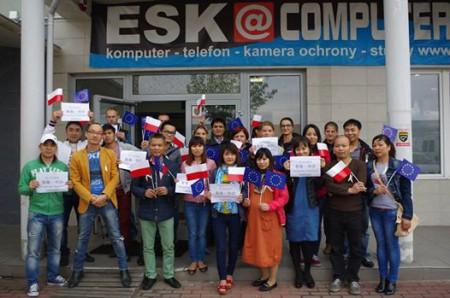 Nhóm Ba Lan ủng hộ Hong Kong. Ảnh NTS