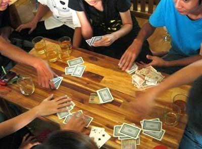Ăn chơi bài bạc - Ảnh mang tính minh họa