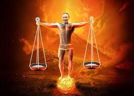 Bìa sách 'Bộ luật dân sự và vãn bản hướng dẫn thi hành 2014' của NXB Lao Ðộng-Xã Hội với hình diễn viên hài Công Lý cởi trần, ðứng trên quả cầu lửa.