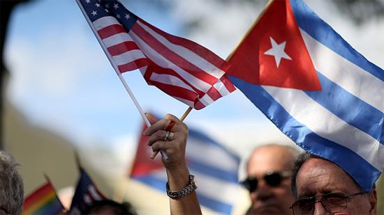Đảng ta hồi hộp lắm, Ảnh AFP. Cuba ngả vào tay Mỹ, lấy đâu ra chỗ cho Lú giảng bài.