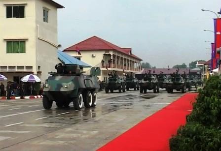 """Xe bọc thép """"Made by ông Hải"""" dẫn đầu đoàn xe bọc thép trong lễ kỷ niệm 25 năm thành lập lữ đoàn 70 của Campuchia"""