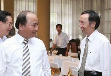 Ông Nguyễn Xuân Phúc cùng thông gia (bên phải)