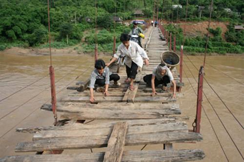 Cầu qua sông Mã, Lai Châu. Ảnh: Tuấn Nam