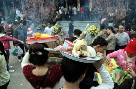 Lễ chùa Hương. Ảnh mang tính minh họa