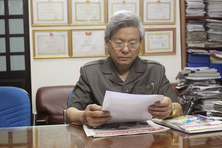 Nhà báo Kim Quốc Hoa, Tổng Biên tập báo Người Cao Tuổi.  Nguồn ảnh: báo Pháp luật (tháng 4/2014)