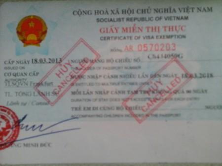 Dấu trục xuất trên hộ chiếu của tác giả