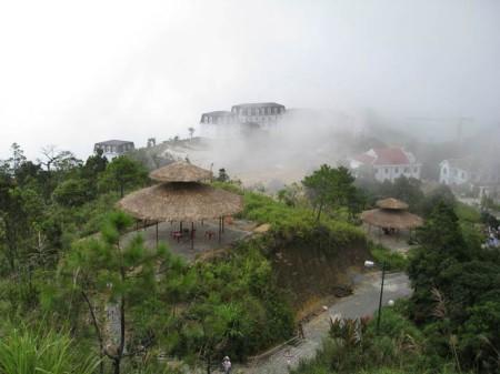 """""""Bà Nà mây"""", ảnh của Vietsuntravel.com"""