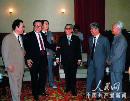 Nguyễn Văn Linh và Đỗ Mười tại Hội nghị Thành Đô