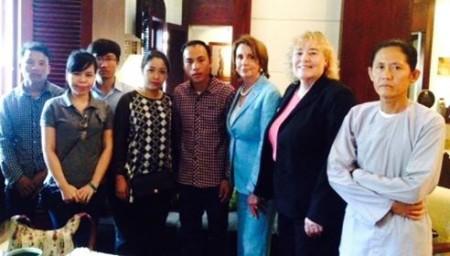 Các thân nhân gặp gỡ Bà Dân biểu Nancy Pelosi và Zoe Lofgren