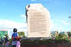 Thạch thư toàn văn bức thư của Chủ tịch Hồ Chí Minh gửi  Đại hội các dân tộc thiểu số miền Nam. Ảnh: cadn.com