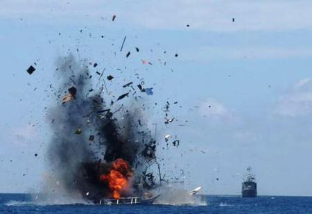 Hải quân Indonesia dùng thuốc nổ đánh đắm các tàu thuyền nước ngoài trên vùng biển của họ