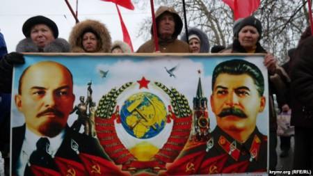 Nga đang dung những biểu tượng của thời Liên Xô để thao túng miền Đông Ukraine