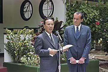 Nguyễn Văn Thiệu và Richard Nixon tại cuộc họp ở Midway 1969