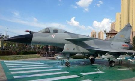 Chiến đấu J-10 được triển lãm