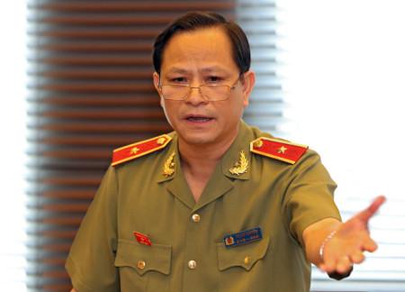 Đại biểu Quốc hội, thiếu tướng Trịnh Xuyên cho rằng nêu ra quyền im lặng là rất vô lý - Ảnh: Việt Dũng