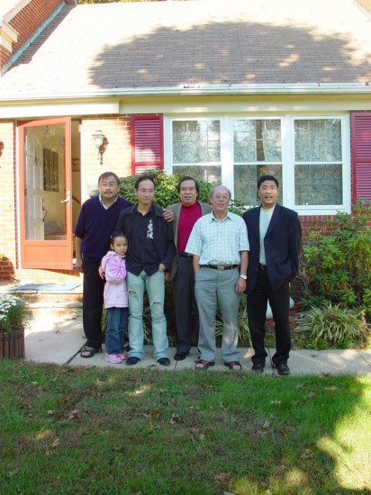 Từ trái qua: LS Phước, Nguyễn Thanh Sơn, Lê Diễn Đức, GS Đoàn Viết Hoạt, Cao Ngọc Quỳnh