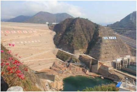 Hình Ia: Đập Nuozhadu 5,850 MW lớn nhất hoàn tất 2014 [nguồn: International River]