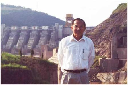 Hình Ib: Đập Manwan 1,500 MW con đập dòng chính Mekong đầu tiên hoàn tất 1993 [nguồn: Ngô Thế Vinh]