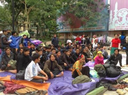 Người H'Mông biểu tình ở Hà Nội. Ảnh: Trần Thị Cẩm Thanh