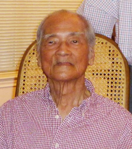 Nhà văn Mặc Đỗ 95 tuổi, hình chụp tháng 10/2012 [nguồn: hình do anh Trần Huy Bích cung cấp]