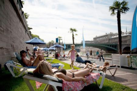 Tắm nắng bên sông Seine