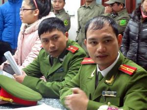 """Hai sĩ quan công an CSVN giắt theo đám """"dân phòng"""" xâm nhập bất hợp pháp vào Nhà thờ Thái Hà bị buộc phải xin lỗi. Ảnh và chú thích: VRNs"""